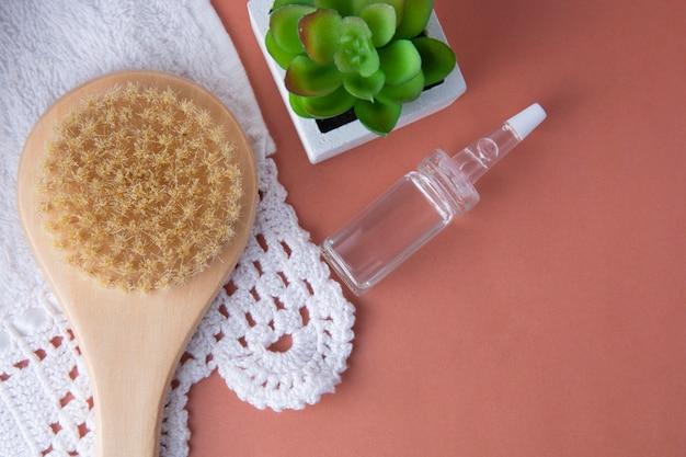 Abfallfreies badezimmerzubehör, natürliche sisalbürste. öko-körper, duschbürste. kopieren sie platz.