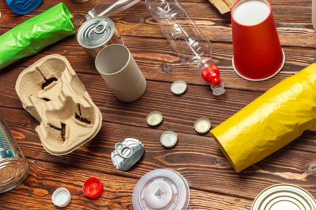Abfallmaterialien papier, kunststoff, polyethylen