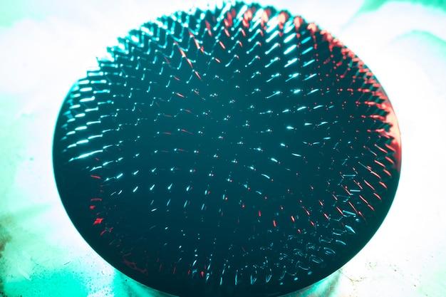 Abgerundete form aus ferromagnetischem metall