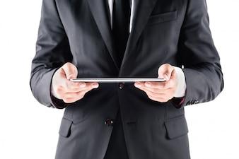 Abgeschnittene Ansicht des Geschäftsmannes unter Verwendung der digitalen Tablette, getrennt auf Weiß