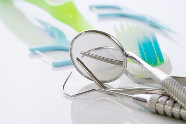 Abschluss herauf / zahnmedizinischer werkzeuggebrauch für zahnarzt