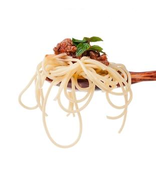 Abschluss oben des hölzernen kochenden löffels mit selbst gemachter traditioneller italienischer teigware