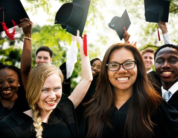 Abschluss-student commencement-hochschulgrad-konzept