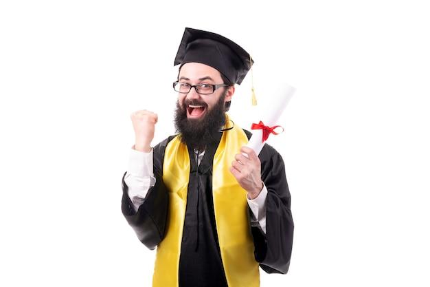 Absolvent mit einem diplom in der hand