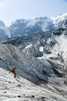 Absteigender bergsteiger