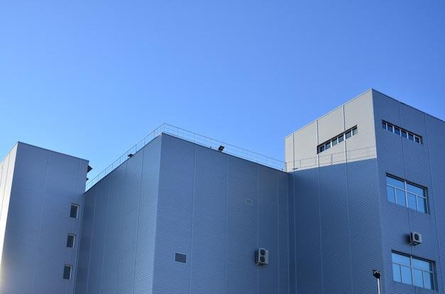 Abstellgleis auf industriehochhaus