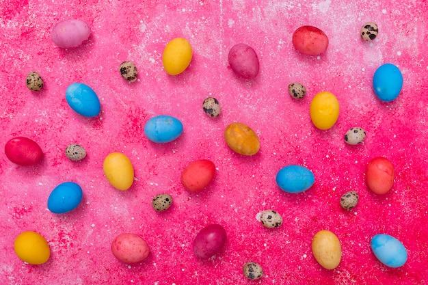 Abstrakt bemalte eier