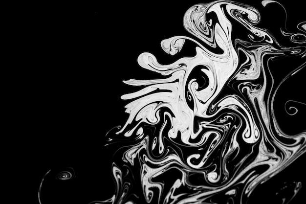 Abstrakte beschaffenheitstinte auf wasser in der schwarzweiss-farbe für hintergrund