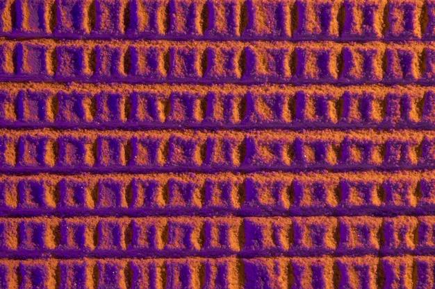 Abstrakte bienenwabe mit violettem sand