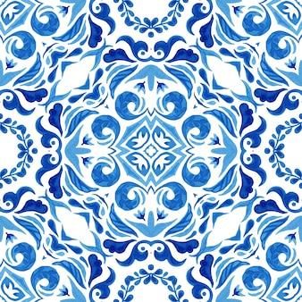 Abstrakte blaue und weiße hand gezeichnete fliese nahtloses dekoratives aquarellfarbenmuster.
