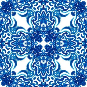 Abstrakte blaue und weiße handgezeichnete aquarellfliesen nahtloses ziermuster. elegante luxustextur für stoffe und tapeten