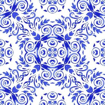 Abstrakte blaue und weiße handgezeichnete fliese nahtlose abstrakte strukturierte damast dekorative aquarellfarbe muster.