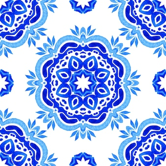 Abstrakte blaue und weiße handgezeichnete fliese nahtlose dekorative aquarell mandala