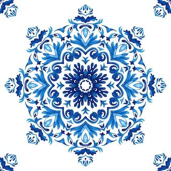 Abstrakte blaue und weiße handgezeichnete fliese nahtlose mandala damast dekorative aquarellfarbe muster.
