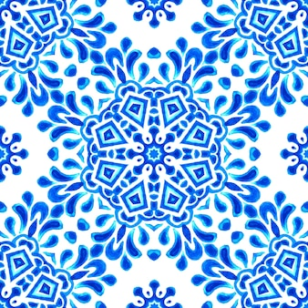 Abstrakte blaue und weiße mandala-muster handgezeichnete fliesen aquarell. winterurlaub dekoration