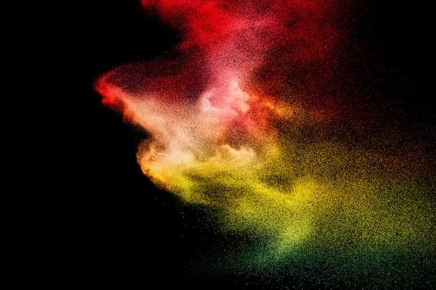 Abstrakte bunte pulverexplosion. bewegung des staubspritzens einfrieren. gemalte holi.