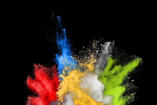 Abstrakte farbige staubexplosion auf schwarzem hintergrund