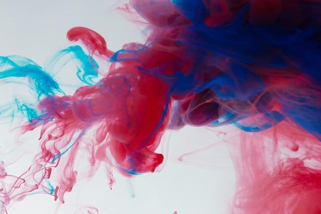 Abstrakte farbmischung, tropfen tinte farbmischung farbe fällt auf wasser bunte tinte in wasser, farbe fällt in wasser