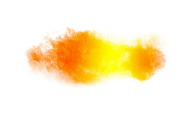 Abstrakte gelb-orangee pulverexplosion auf weiß