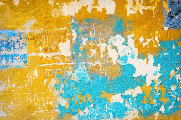 Abstrakte gemalte alte rissige verwitterte zementwandhintergrundbeschaffenheit