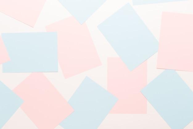 Abstrakte geometrische in hellen pastelltönen von blättern des dicken blassen vergangenen papiers.