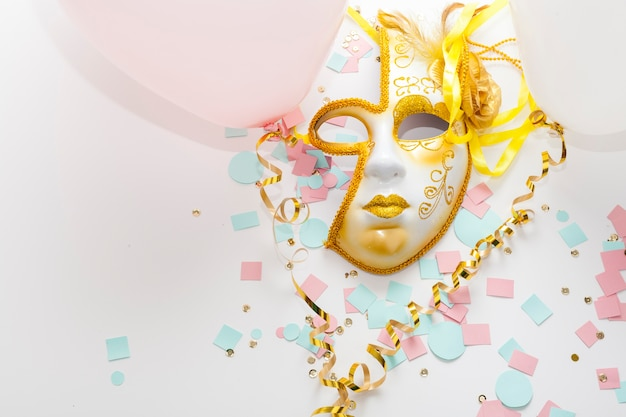 Abstrakte goldene sonne farbige maske