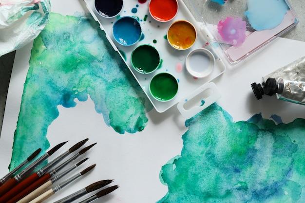 Abstrakte grafikmalerei mit aquarell. draufsicht
