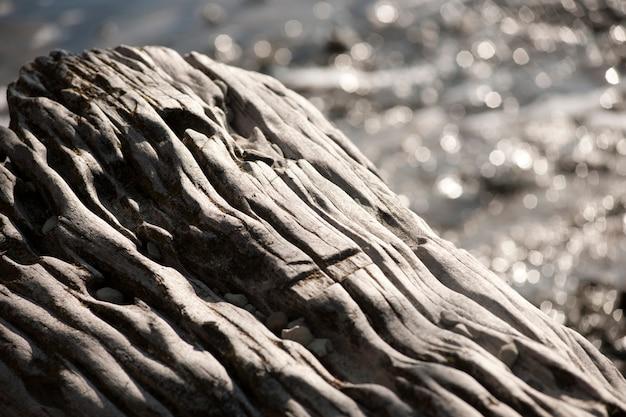 Abstrakte graue felsformationen durch wassererosion gebildet