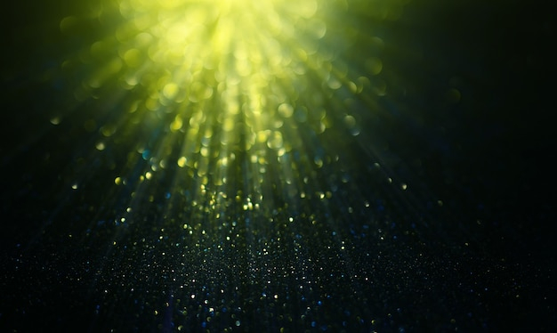 Abstrakte grüne glitzerlichter auf defokussiertem hintergrund