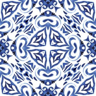 Abstrakte handgezeichnete aquarellfliese nahtloses ziermuster. elegante mandala-blume für stoffe und tapeten