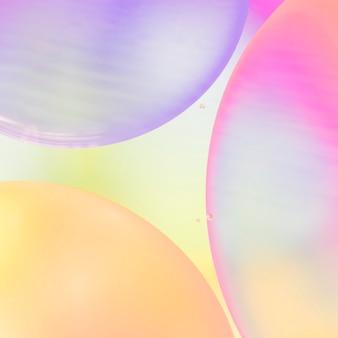 Abstrakte luftblasen der steigung auf buntem klarem unscharfem hintergrund