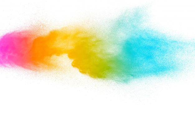 Abstrakte mehrfarbige pulverexplosion auf weißem hintergrund.