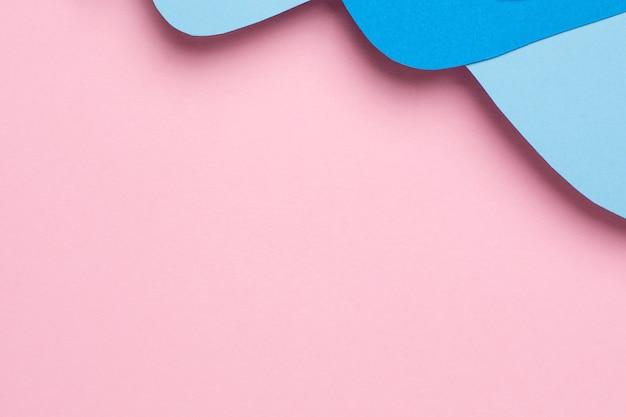 Abstrakte papierschnittblauwellenkunst auf rosa