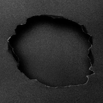 Abstrakte schwarze ausschnittform auf schwarzem hintergrund
