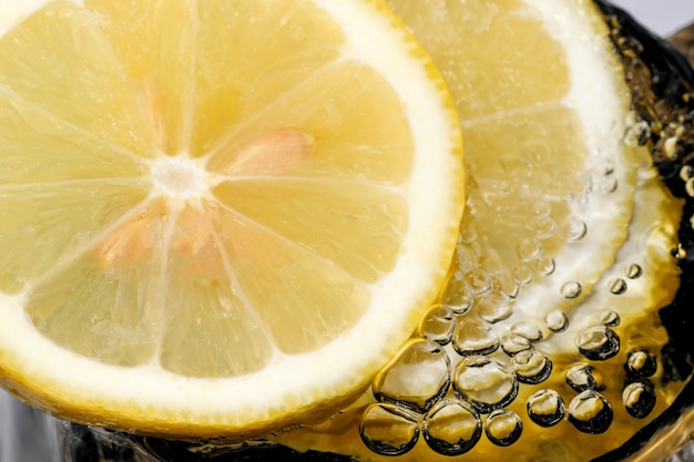 Abstrakte süße kalte limonade mit gasblasen nahaufnahme makrofotografie