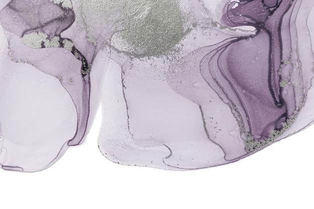 Abstrakte transparente violette tintenflecken isoliert auf weißem hintergrund