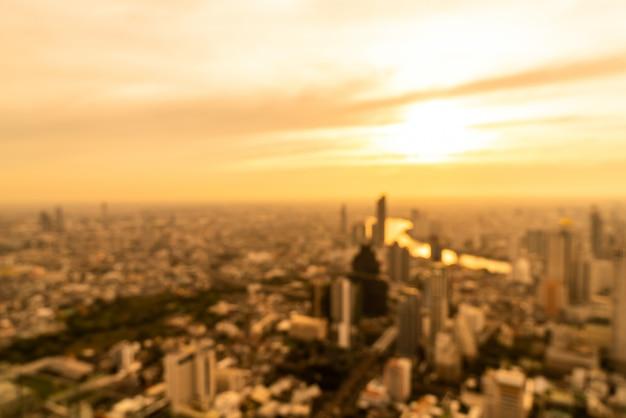 Abstrakte unschärfe bangkok stadtbild in thailand mit sonnenuntergang himmel