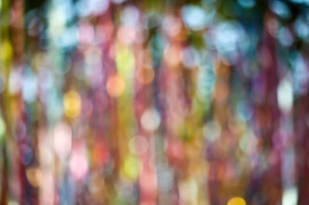 Abstrakte unschärfe des bunten farbbandregenbogens auf decke