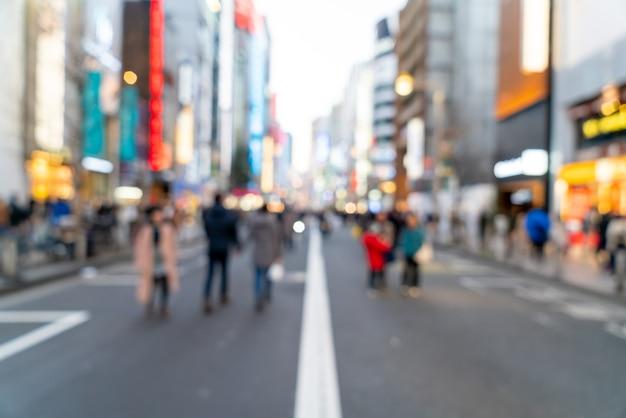 Abstrakte unschärfe-einkaufsstraße bei shinjuku in tokio, japan für hintergrund