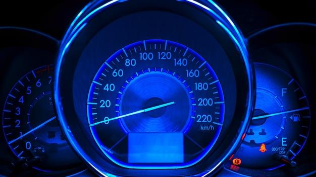 Abstrakter autogeschwindigkeitsmesser im blauen ton