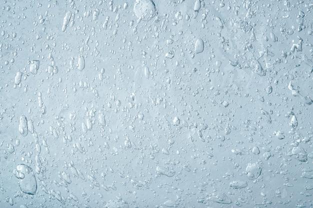 Abstrakter blauer flüssiger hintergrund. textur aus dickem transparentem gel mit vielen blasen. kosmetikprodukt.