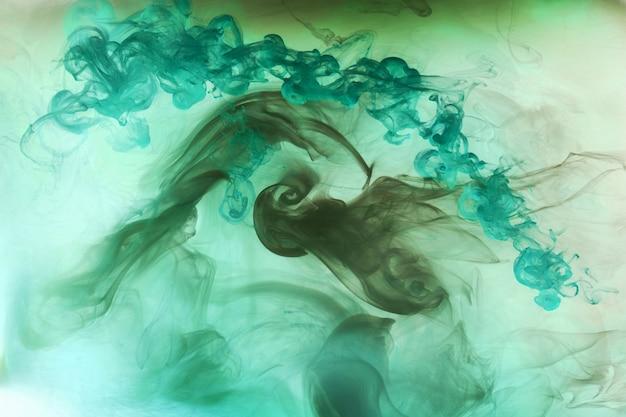 Abstrakter blaugrüner ozean, farbe im wasserhintergrund. wirbel von spritzern und wellen in bewegung. flüssige kunsttapete, flüssige lebendige farben