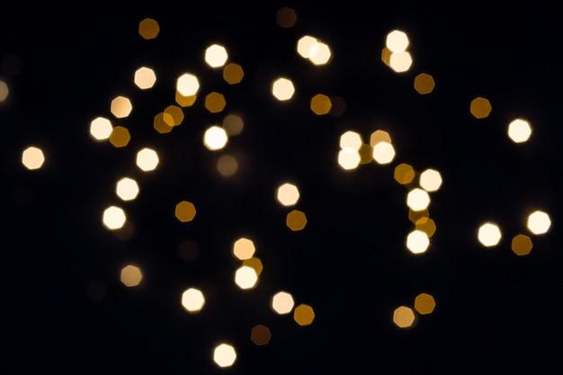 Abstrakter festlicher hintergrund mit goldenen lichtern des sechsecks. urlaubskonzept.