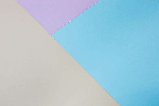 Abstrakter geometrischer papierhintergrund. blaue, rosa, orange trendfarben. konzept oder ideenbild