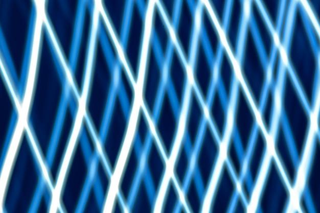 Abstrakter heller hintergrund. blaue verschwommene schlusslichter, streifen und bokeh.