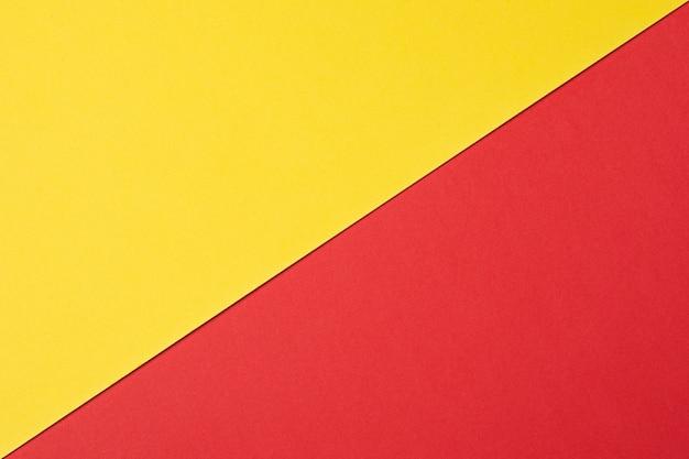Abstrakter hintergrund die textur der kunststoffoberfläche in rot und gelb. zweifarbiger hintergrund