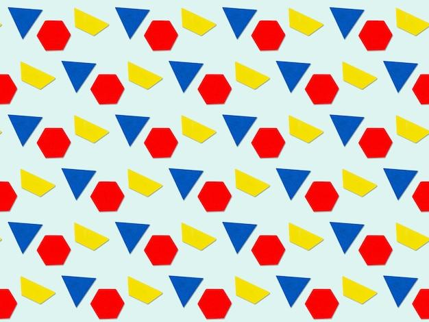 Abstrakter hintergrund mit geometrischem mehrfarbendreieck, trapez, sechseckfiguren. bunter geometrischer hintergrund.