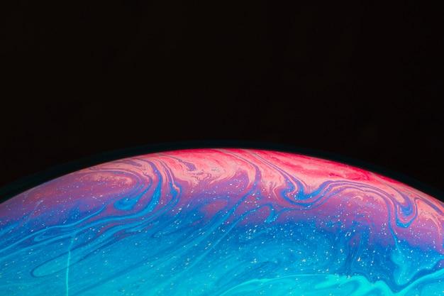Abstrakter hintergrund mit heller rosa und blauer kugel