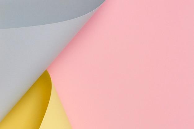 Abstrakter hintergrund. pastellrosa, gelbes, blaues papier in geometrischen formen