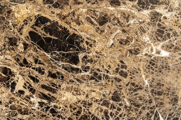 Abstrakter hintergrund von der braunen marmorbeschaffenheit mit zerkratzt und geknackt.